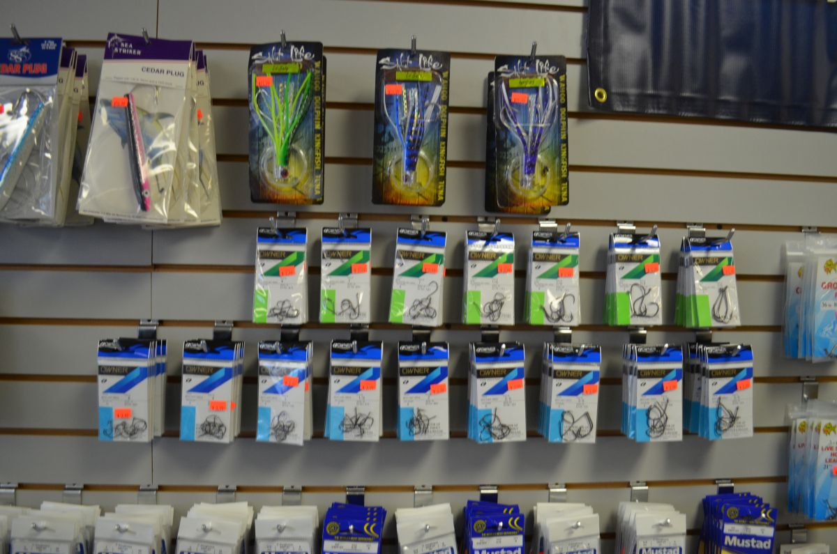 Hooked up live bait tackle shop stuart location for Fishing bait store